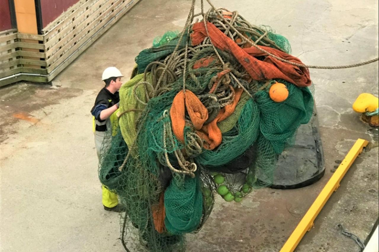 100 tonn tatt opp